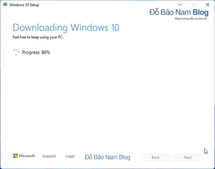 Và đợi chút thời gian để hệ thống download Windows 10.